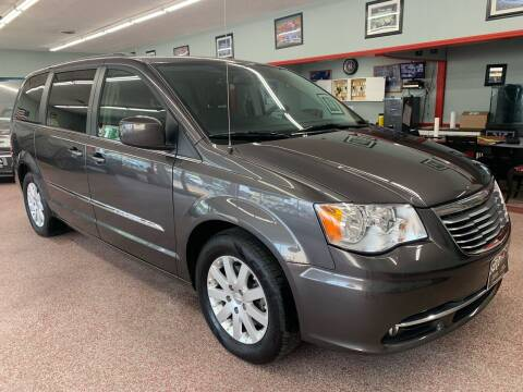 2015 Chrysler Town and Country for sale at PETE'S AUTO SALES LLC - Middletown in Middletown OH