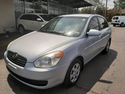 2009 Hyundai Accent for sale at TOP YIN MOTORS in Mount Prospect IL