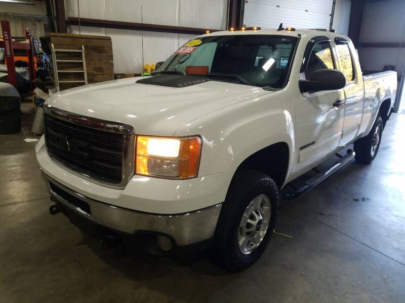 2011 GMC Sierra 2500HD for sale at Hometown Automotive Service & Sales in Holliston MA