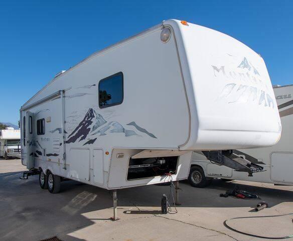 2005 Keystone Montana 2955RL Rear Living for sale at GQC AUTO SALES in San Bernardino CA