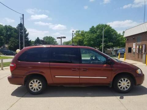2007 Chrysler Town and Country for sale at RIVERSIDE AUTO SALES in Sioux City IA