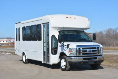 2015 Ford E-Series Chassis for sale at Signature Truck Center in Crystal Lake IL