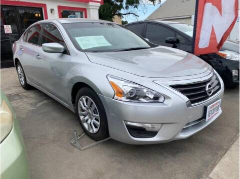 2014 Nissan Altima for sale at Dealers Choice Inc in Farmersville CA