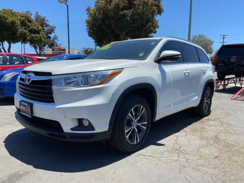 2016 Toyota Highlander for sale at Auto Max of Ventura in Ventura CA