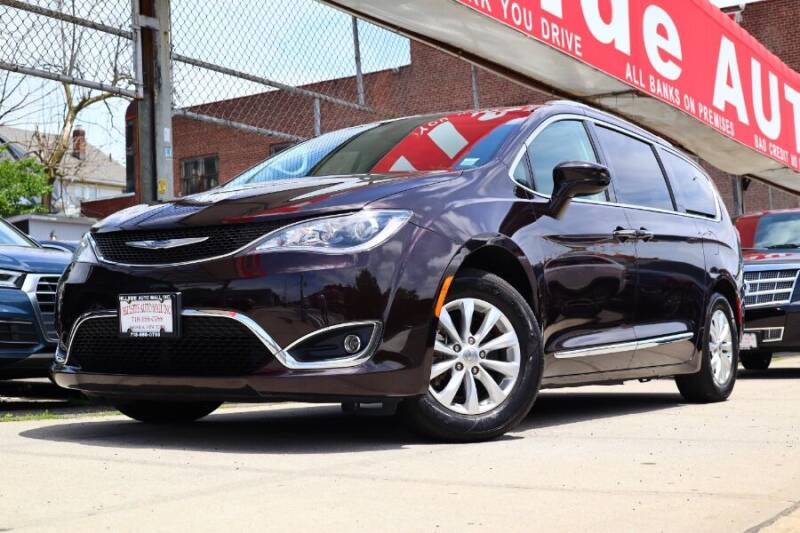 2018 Chrysler Pacifica for sale at HILLSIDE AUTO MALL INC in Jamaica NY