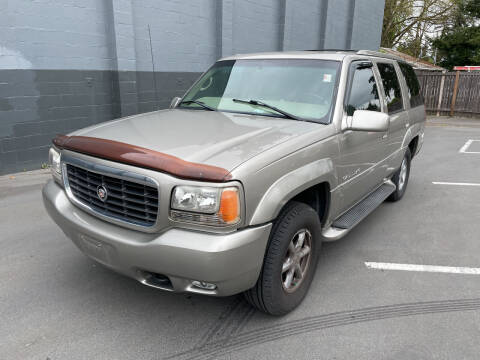2000 Cadillac Escalade for sale at APX Auto Brokers in Lynnwood WA