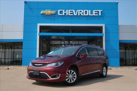 2019 Chrysler Pacifica for sale at Lipscomb Auto Center in Bowie TX