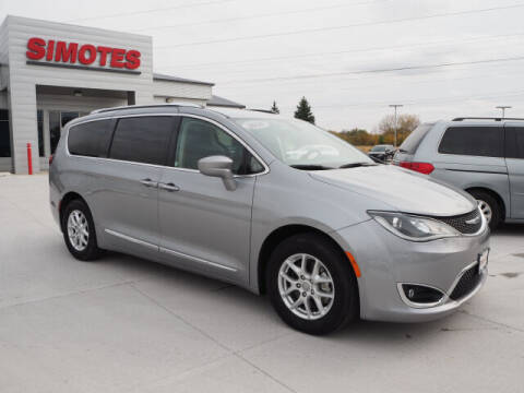 2020 Chrysler Pacifica for sale at SIMOTES MOTORS in Minooka IL