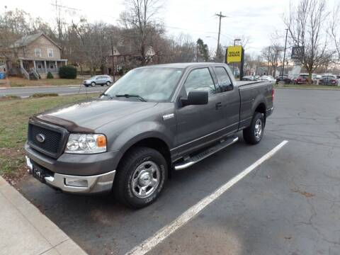 2004 Ford F-150 for sale at CAR CORNER RETAIL SALES in Manchester CT
