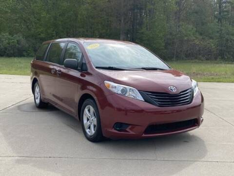 2016 Toyota Sienna for sale at Betten Baker Preowned Center in Twin Lake MI