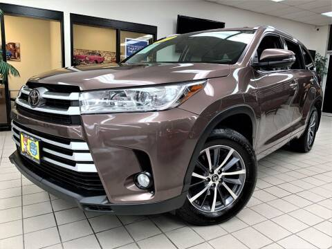 2017 Toyota Highlander for sale at SAINT CHARLES MOTORCARS in Saint Charles IL