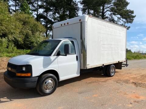 2009 Chevrolet Express Cutaway for sale at GTO United Auto Sales LLC in Lawrenceville GA
