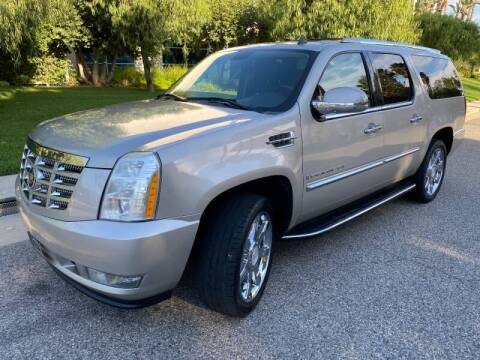 2007 Cadillac Escalade ESV for sale at Donada  Group Inc in Arleta CA