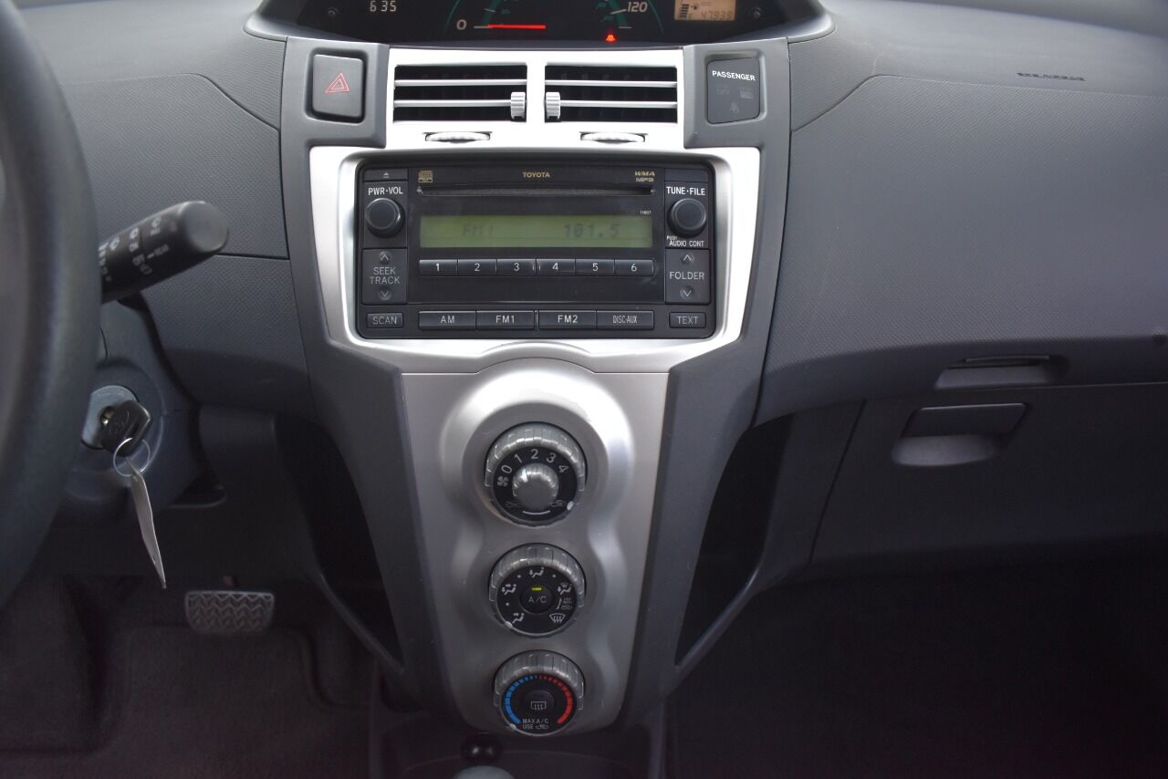 2007 Toyota Yaris Base 2dr Hatchback 4A full