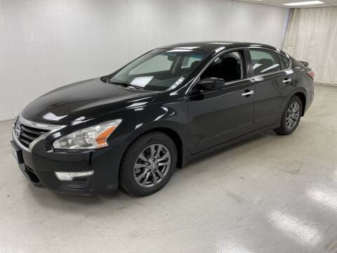 2015 Nissan Altima for sale at Kerns Ford Lincoln in Celina OH