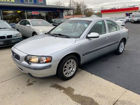 2003 Volvo S60 for sale at Wise Investments Auto Sales in Sellersburg IN
