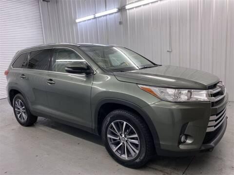 2019 Toyota Highlander for sale at JOE BULLARD USED CARS in Mobile AL