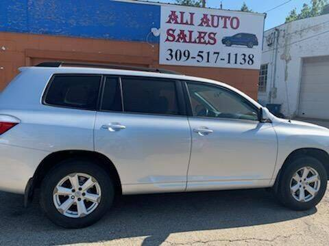 2008 Toyota Highlander for sale at Ali Auto Sales in Moline IL