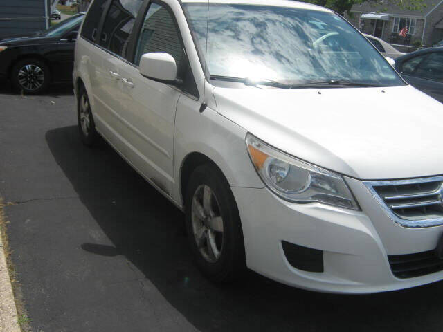 2010 Volkswagen Routan for sale at American & Import Automotive in Cheektowaga NY