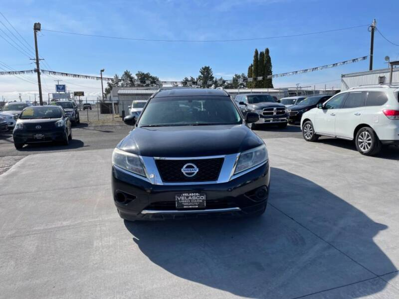 2013 Nissan Pathfinder for sale at Velascos Used Car Sales in Hermiston OR