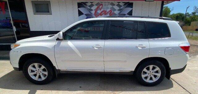 2012 Toyota Highlander for sale at Car Country in Victoria TX