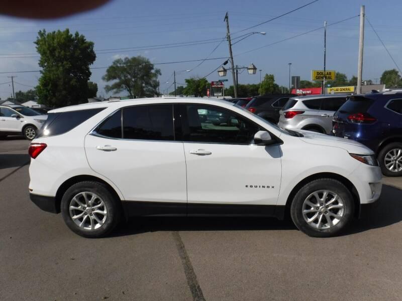 2018 Chevrolet Equinox for sale at Dave's Car Corner in Hartford City IN