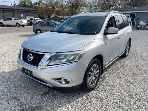 2013 Nissan Pathfinder for sale at Davidson Auto Deals in Syracuse IN