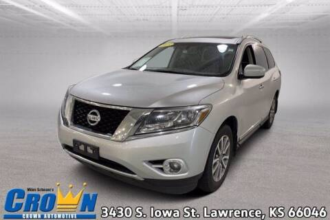 2015 Nissan Pathfinder for sale at Crown Automotive of Lawrence Kansas in Lawrence KS