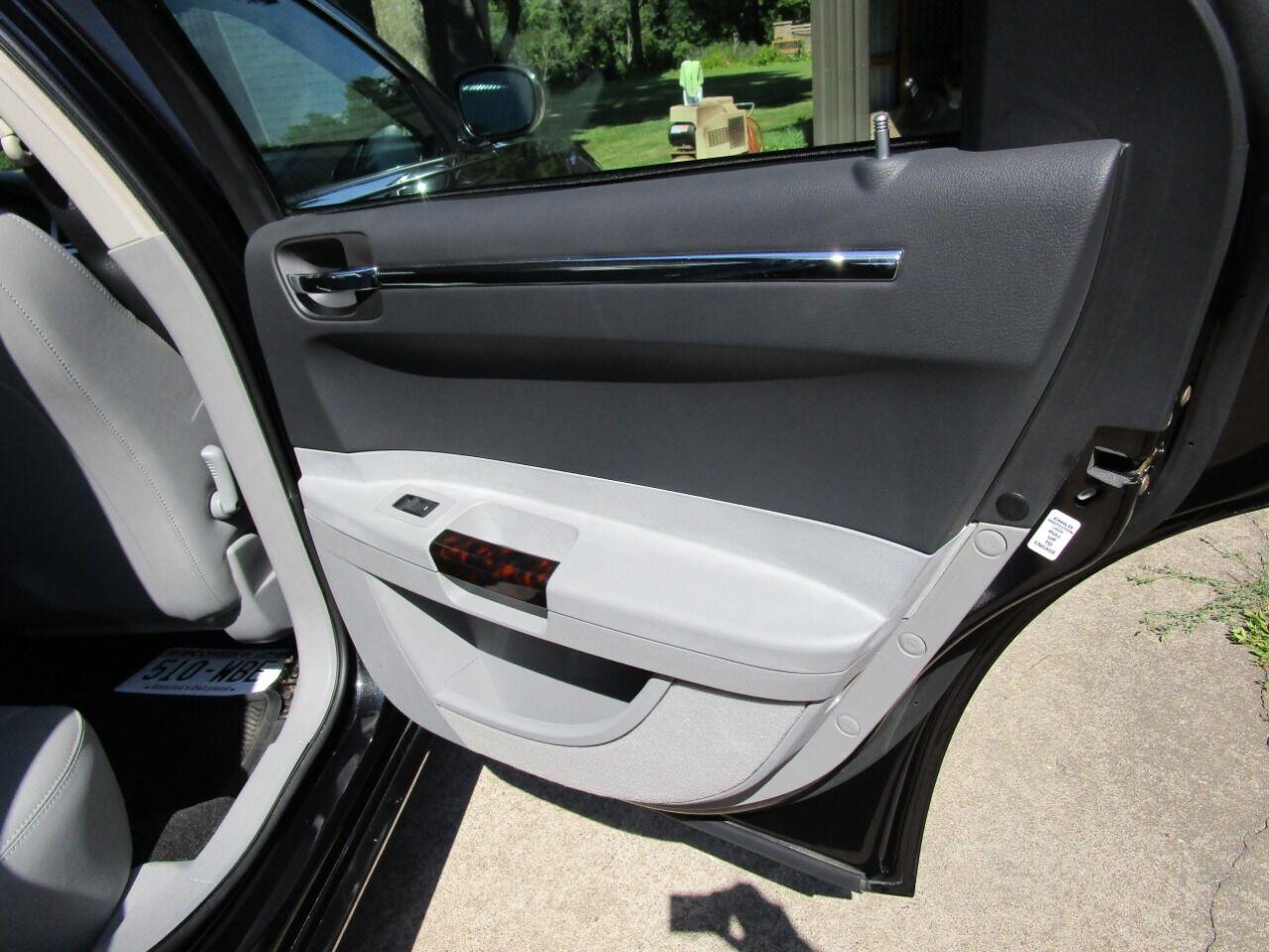 2006 Chrysler 300 67