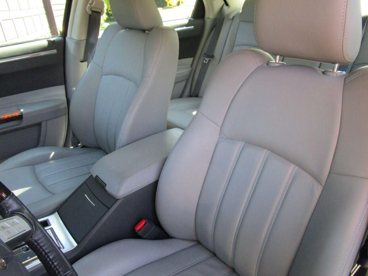 2006 Chrysler 300 48