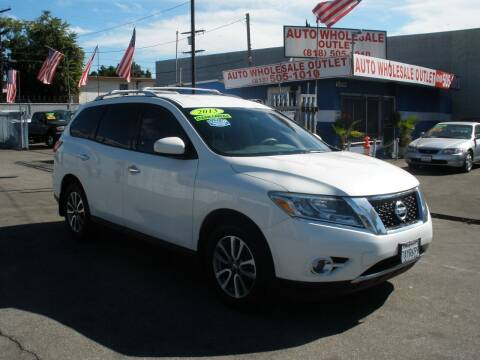 2013 Nissan Pathfinder for sale at AUTO WHOLESALE OUTLET in North Hollywood CA