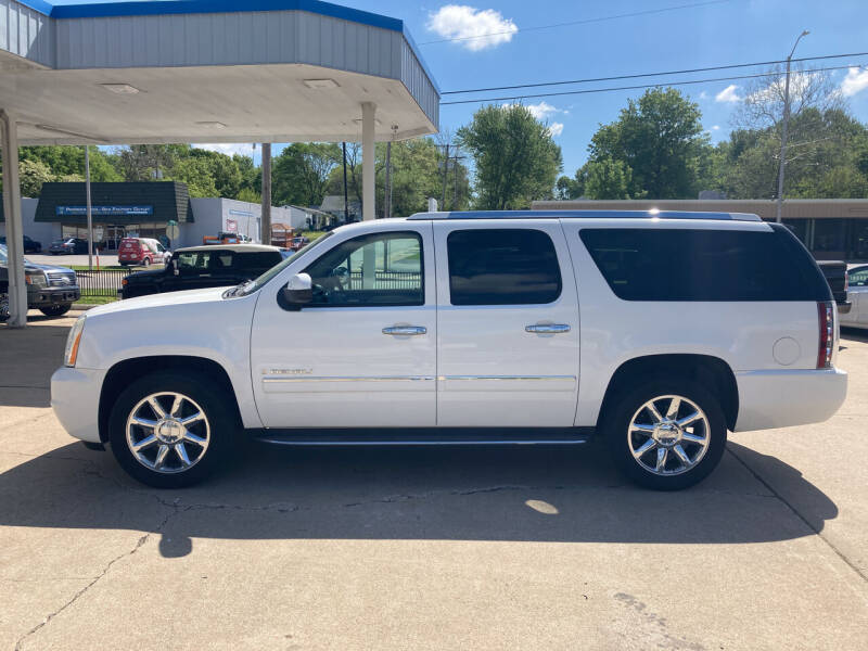 2009 GMC Yukon XL for sale at GRC OF KC in Gladstone MO