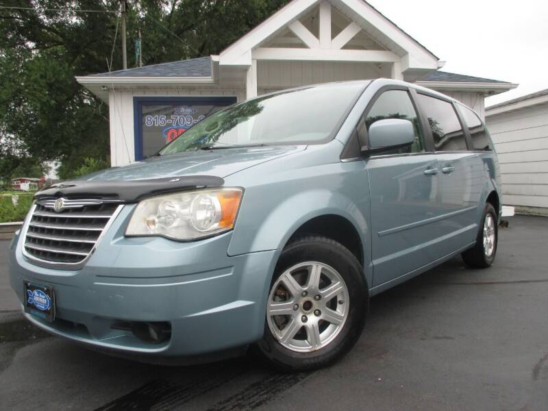2008 Chrysler Town and Country for sale at Blue Arrow Motors in Coal City IL