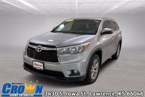 2015 Toyota Highlander for sale at Crown Automotive of Lawrence Kansas in Lawrence KS