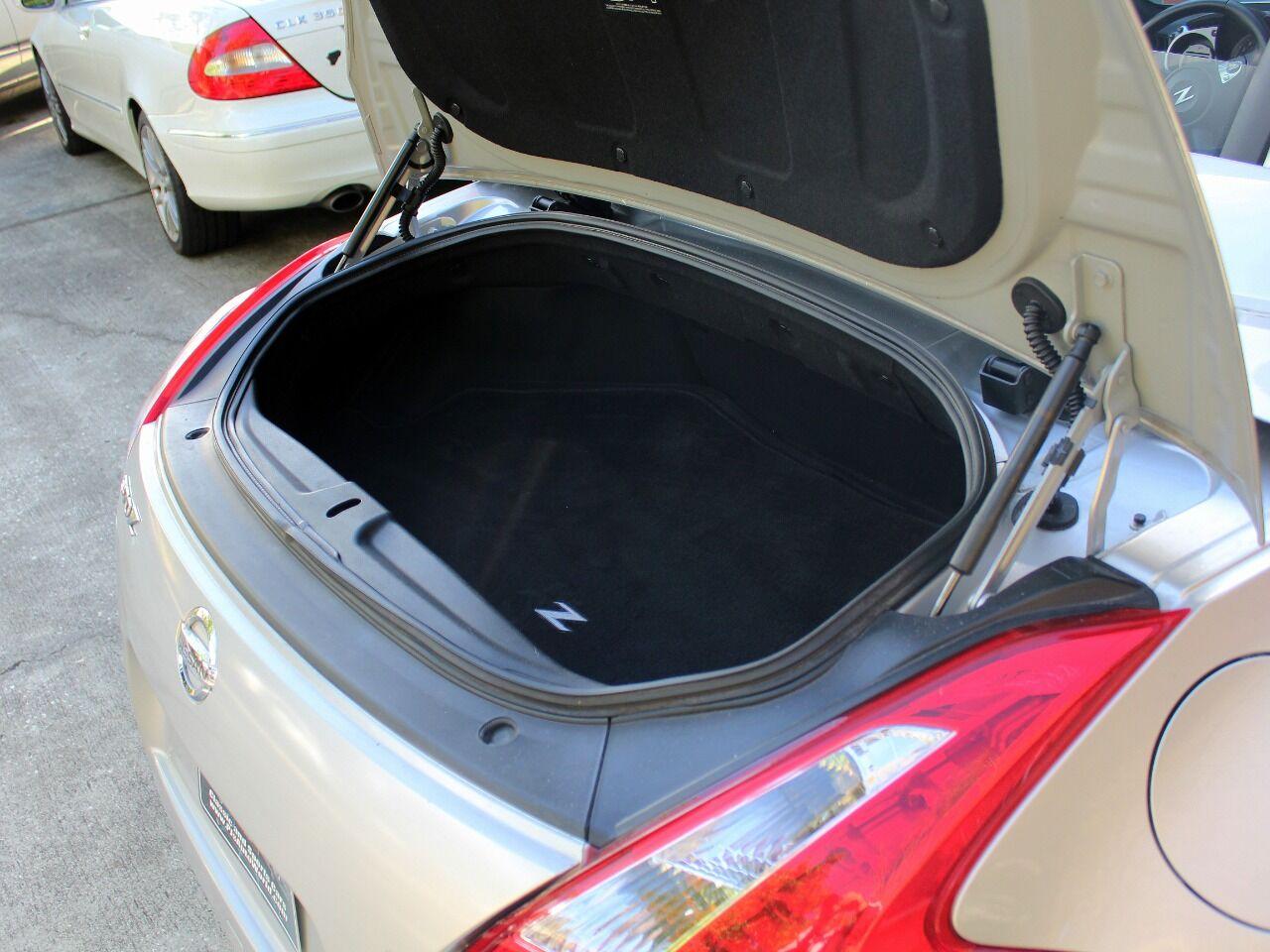 2010 Nissan 370Z 26