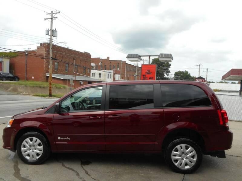 2016 Dodge Grand Caravan for sale at River City Auto Center LLC in Chester IL