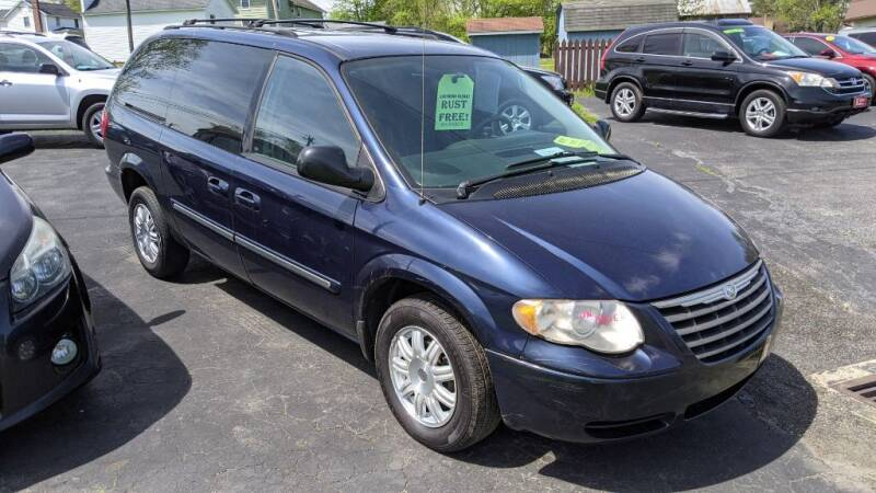 2006 Chrysler Town and Country for sale at Kidron Kars INC in Orrville OH