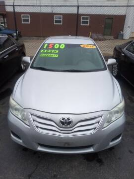 2011 Toyota Camry for sale at Double Take Auto Sales LLC in Dayton OH