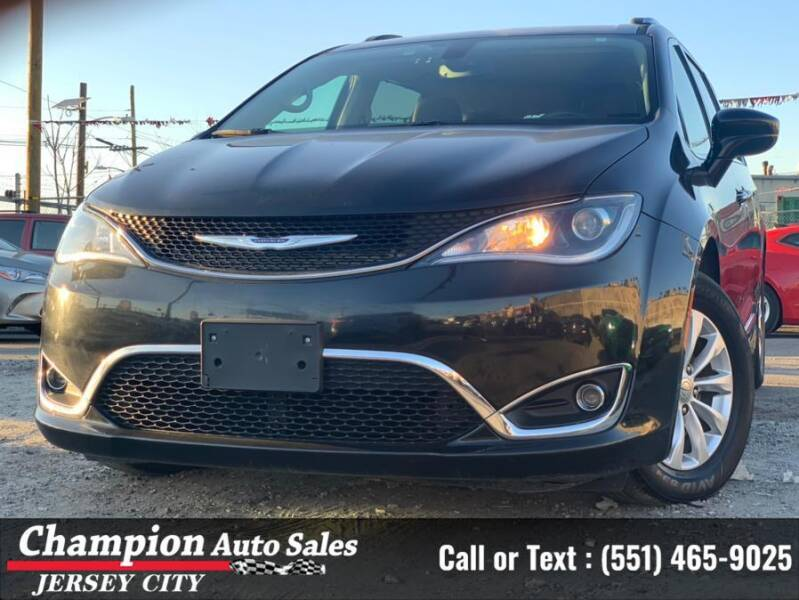 2019 Chrysler Pacifica for sale at CHAMPION AUTO SALES OF JERSEY CITY in Jersey City NJ