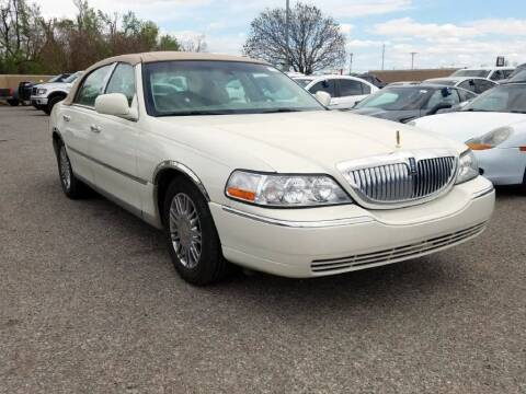 2006 Lincoln Town Car for sale at Buy Here Pay Here Lawton.com in Lawton OK