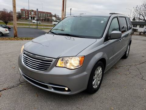 2013 Chrysler Town and Country for sale at Auto Hub in Grandview MO