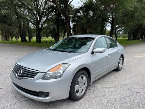 2007 Nissan Altima for sale at ROADHOUSE AUTO SALES INC. in Tampa FL