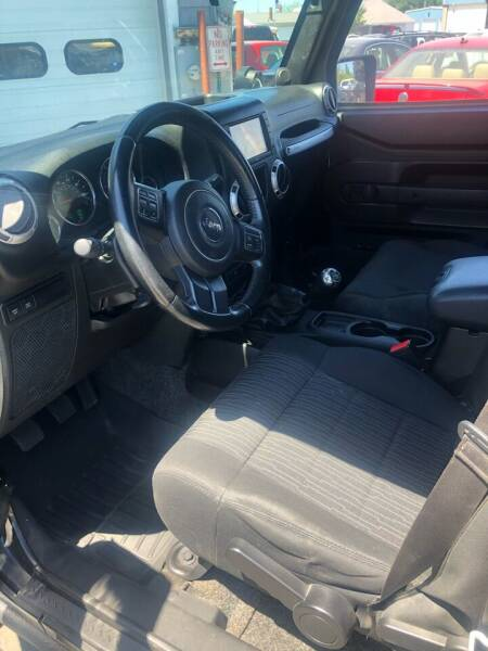 2012 Jeep Wrangler Unlimited 4x4 Rubicon 4dr SUV - Portland ME