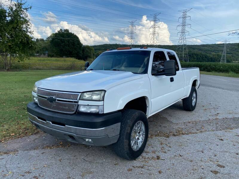 2005 Chevrolet Silverado 2500HD for sale at Tennessee Valley Wholesale Autos LLC in Huntsville AL
