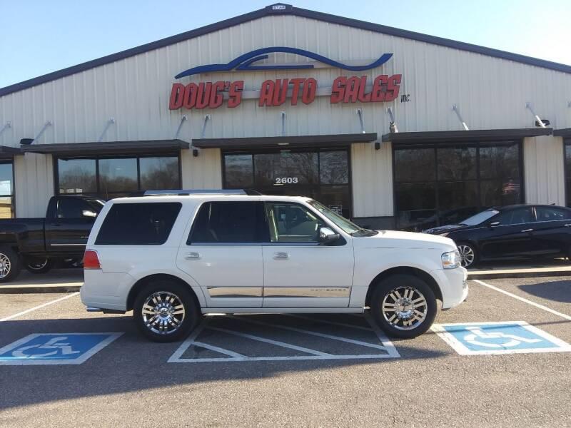 2007 Lincoln Navigator for sale at DOUG'S AUTO SALES INC in Pleasant View TN