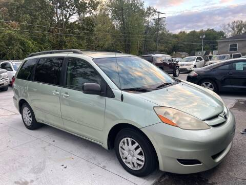 2007 Toyota Seinna for sale at Tiger Auto Sales in Columbus OH