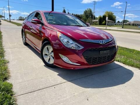 2013 Hyundai Sonata Hybrid for sale at Wyss Auto in Oak Creek WI
