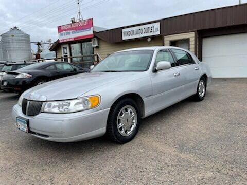 1998 Lincoln Town Car for sale at WINDOM AUTO OUTLET LLC in Windom MN