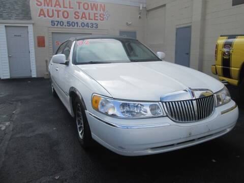 2002 Lincoln Town Car for sale at Small Town Auto Sales in Hazleton PA