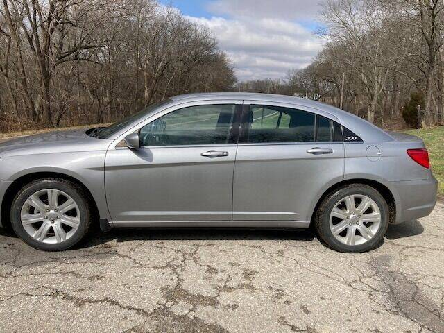 2013 Chrysler 200 for sale at Varco Motors LLC - Inventory in Denison KS